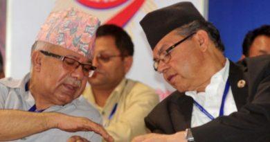 झलनाथ खनाल र माधव नेपाल
